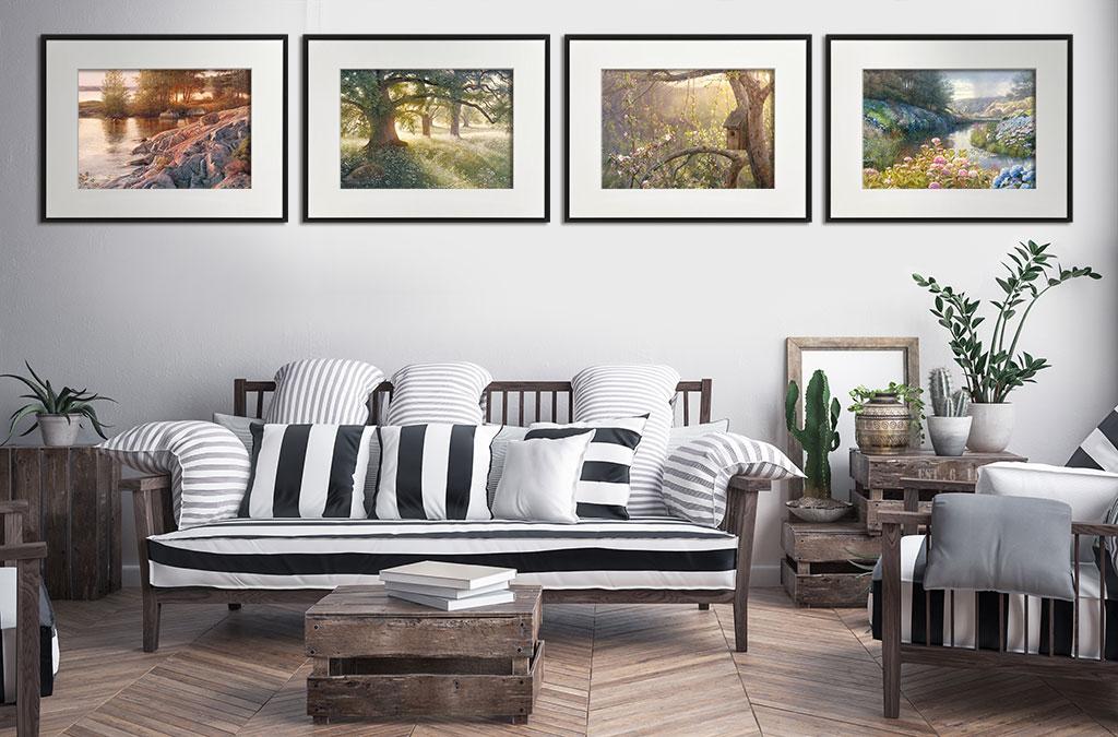 Motiv på vardagsrum som visar upphängning av tavlor med målade sommarmotiv från picturethat.se